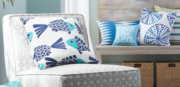 Coastal Living: Beachy Rugs & Throw Pillows