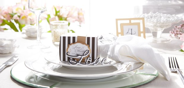 Table Settings to Favors for a DIY Wedding